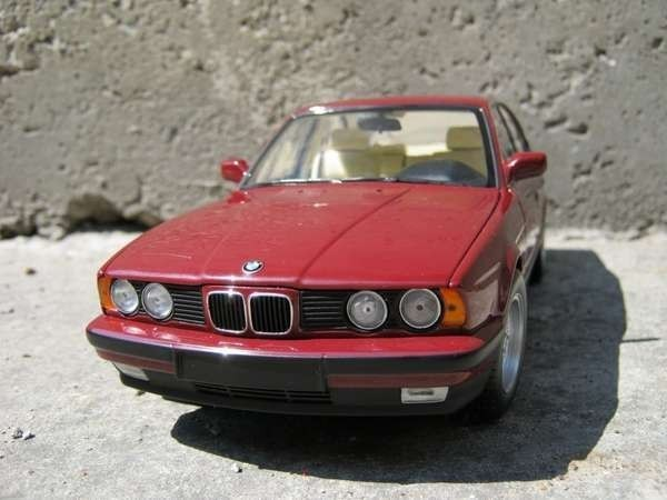 Вид спереди BMW 535i E34