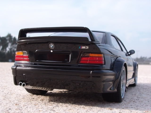 Вид сзади Bmw M3 GTR