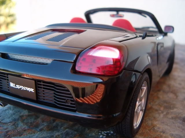 Машина Toyota MR2 Spyder