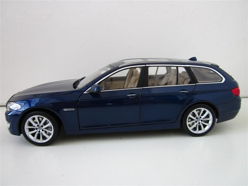 Вид сбоку BMW 550i Touring