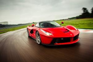 Ferrari LaFerrari вид спереди