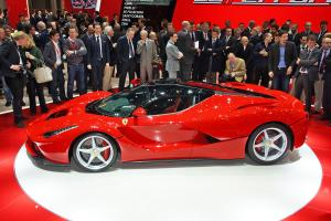 Ferrari LaFerrari вид сбоку