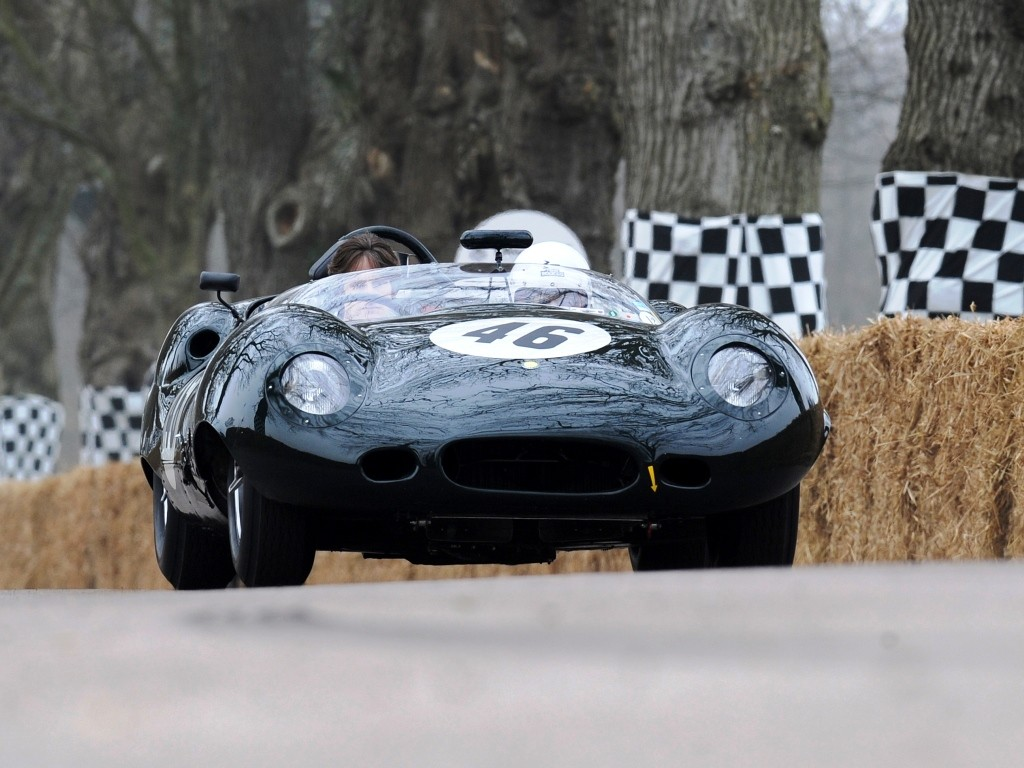 Lister Jaguar Costin Roadster вид спереди