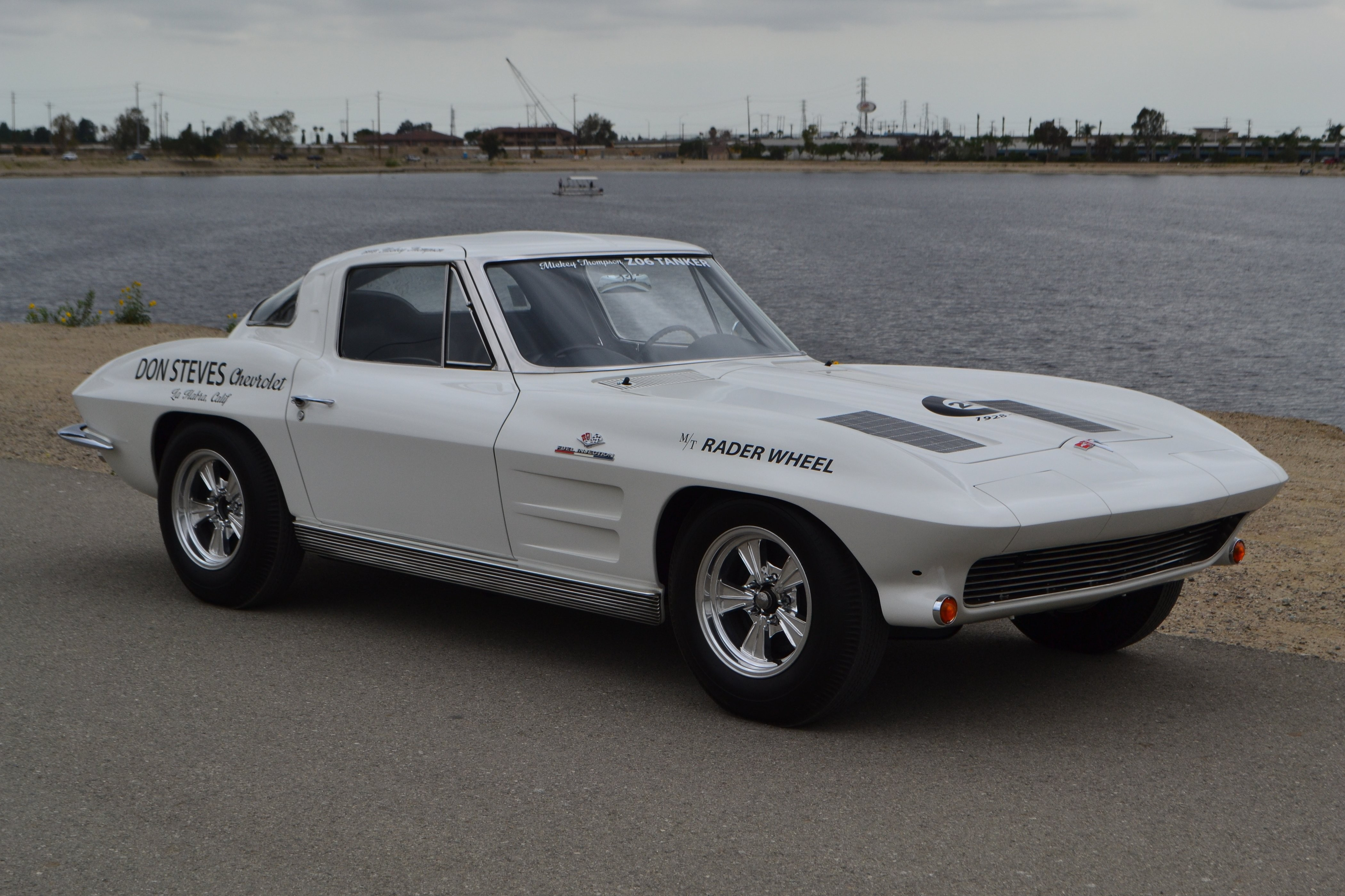 Chevrolet Corvette C2 Sting Ray авто