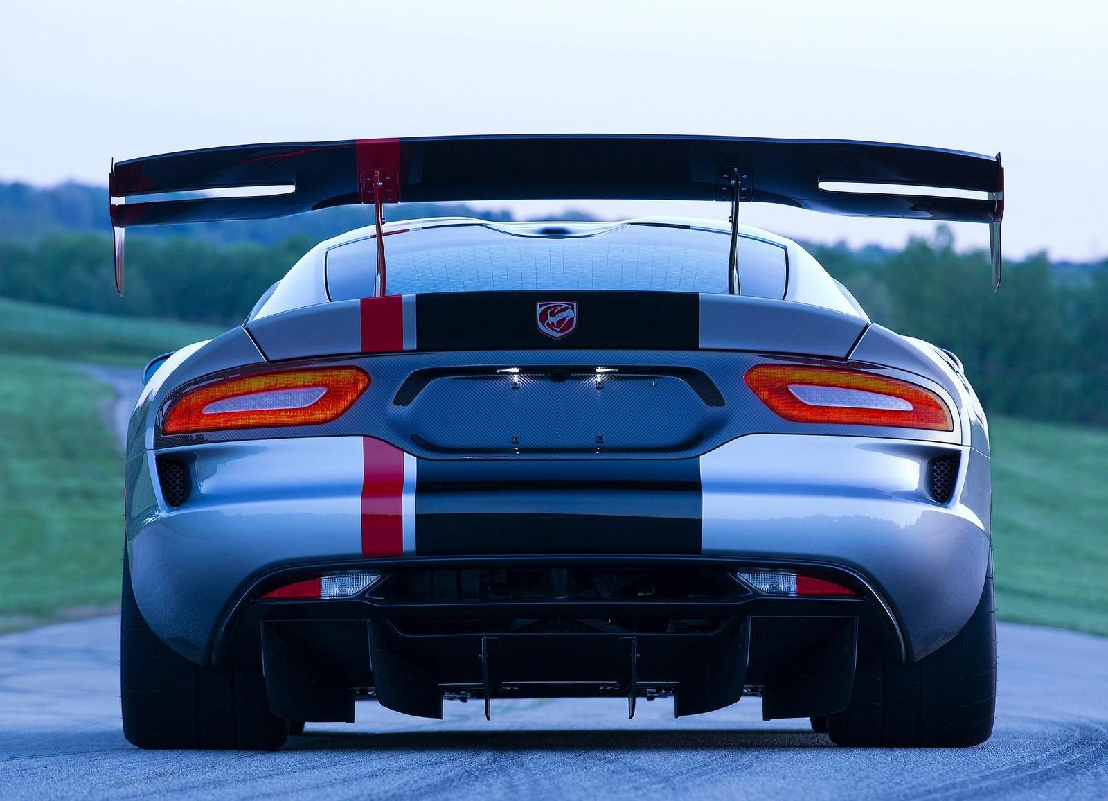 Dodge Viper ACR вид сзади