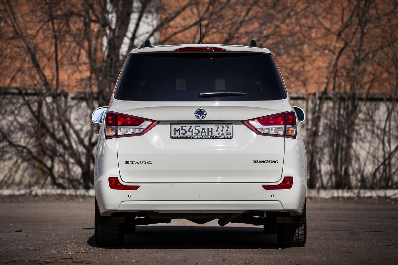 SsangYong Stavic вид сзади
