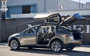 Tesla Model X фото авто