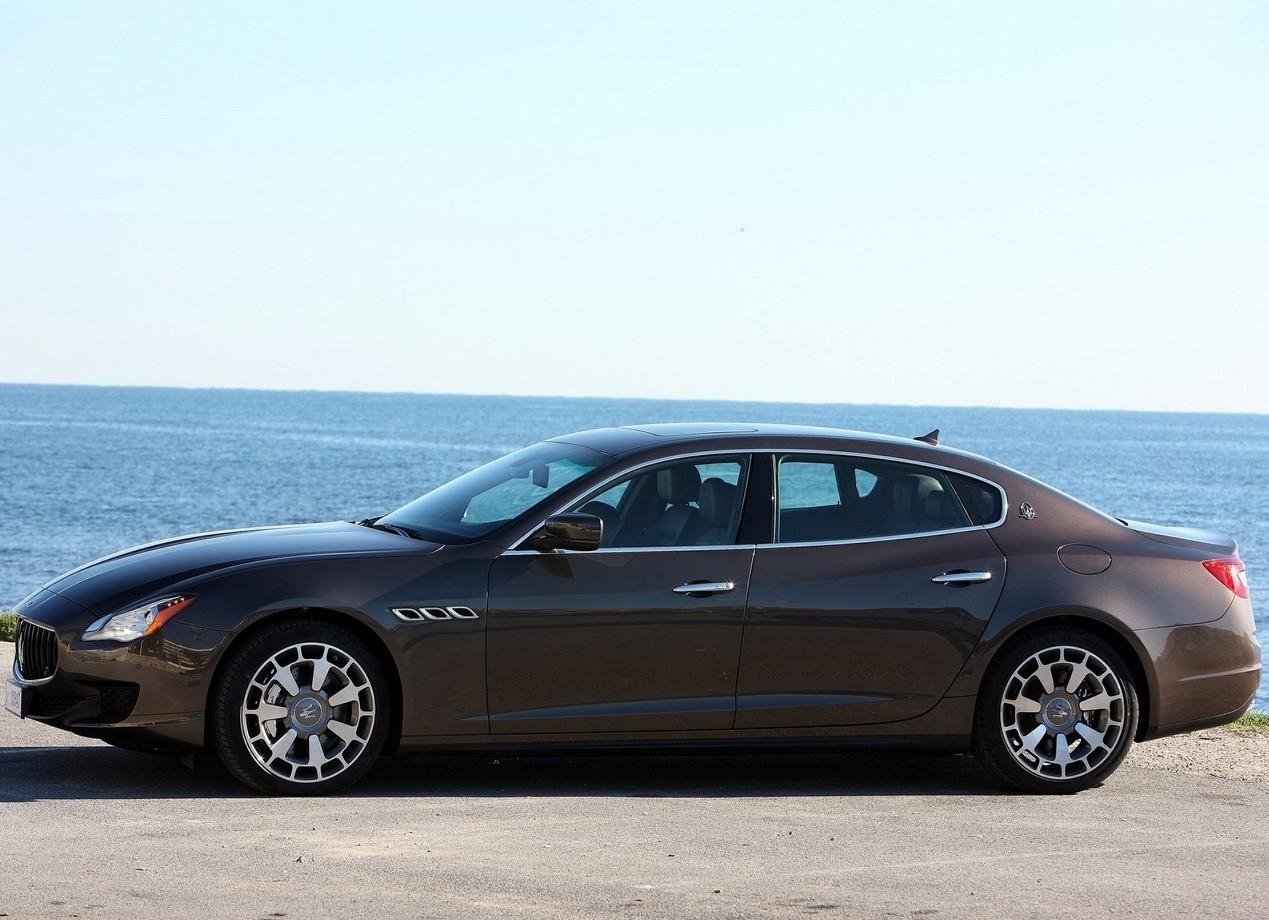 Maserati Quattroporte вид сбоку