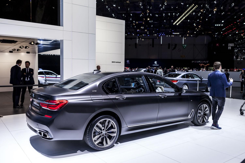 BMW M760 xDrive фото
