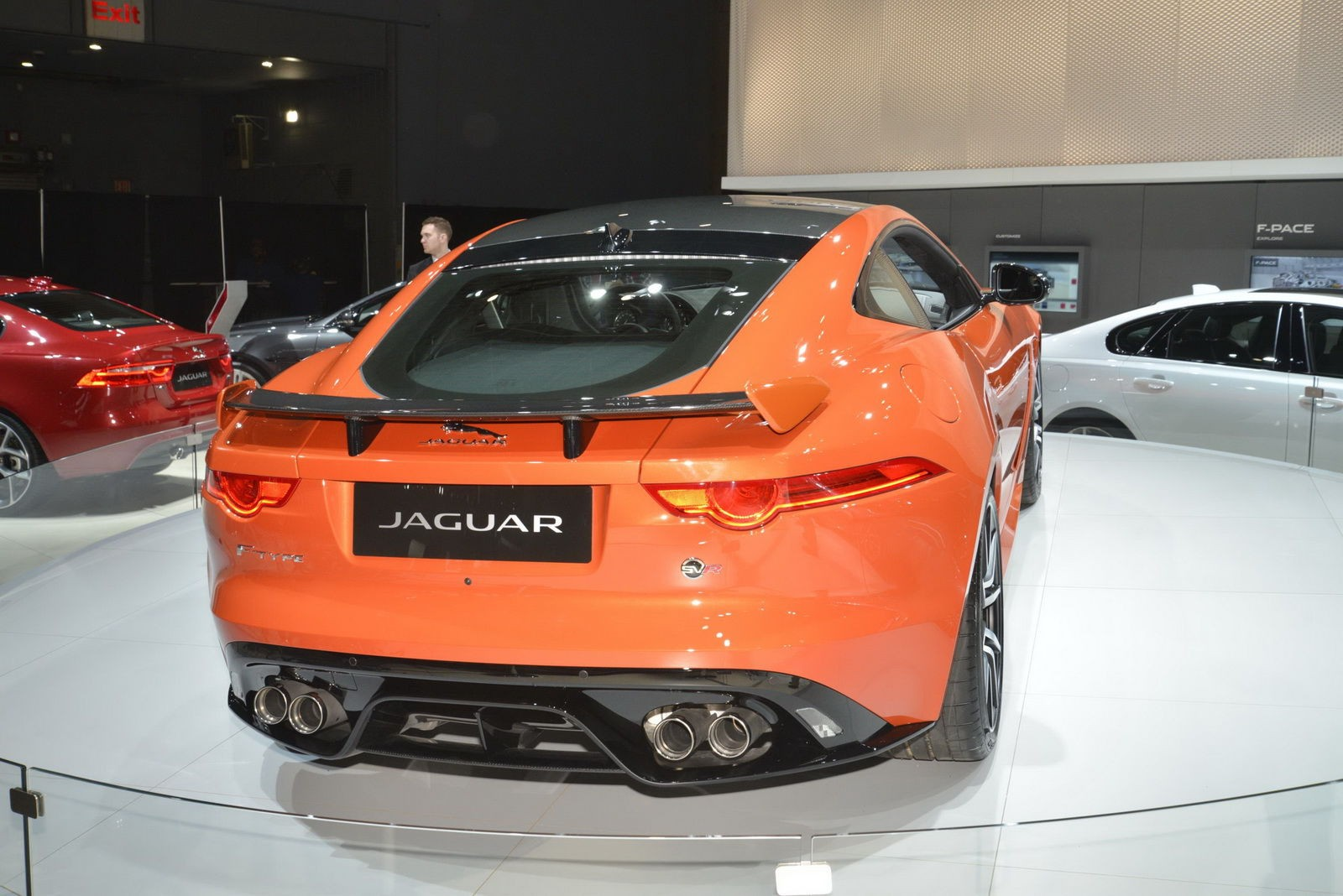 Jaguar F-Type SVR авто