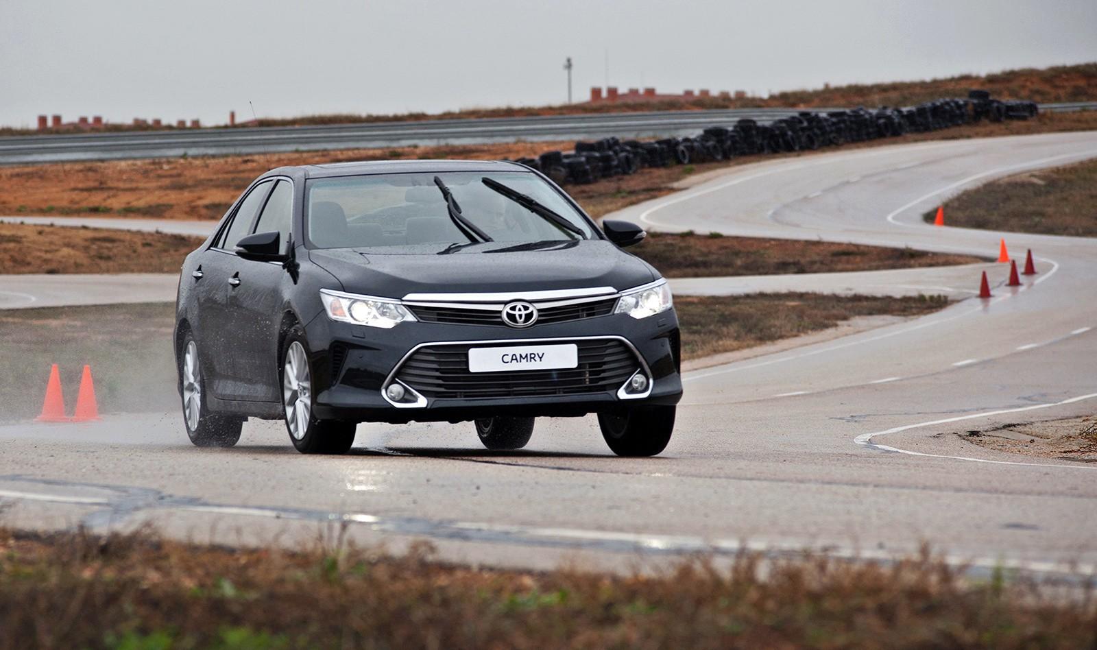 Toyota Camry автомобиль