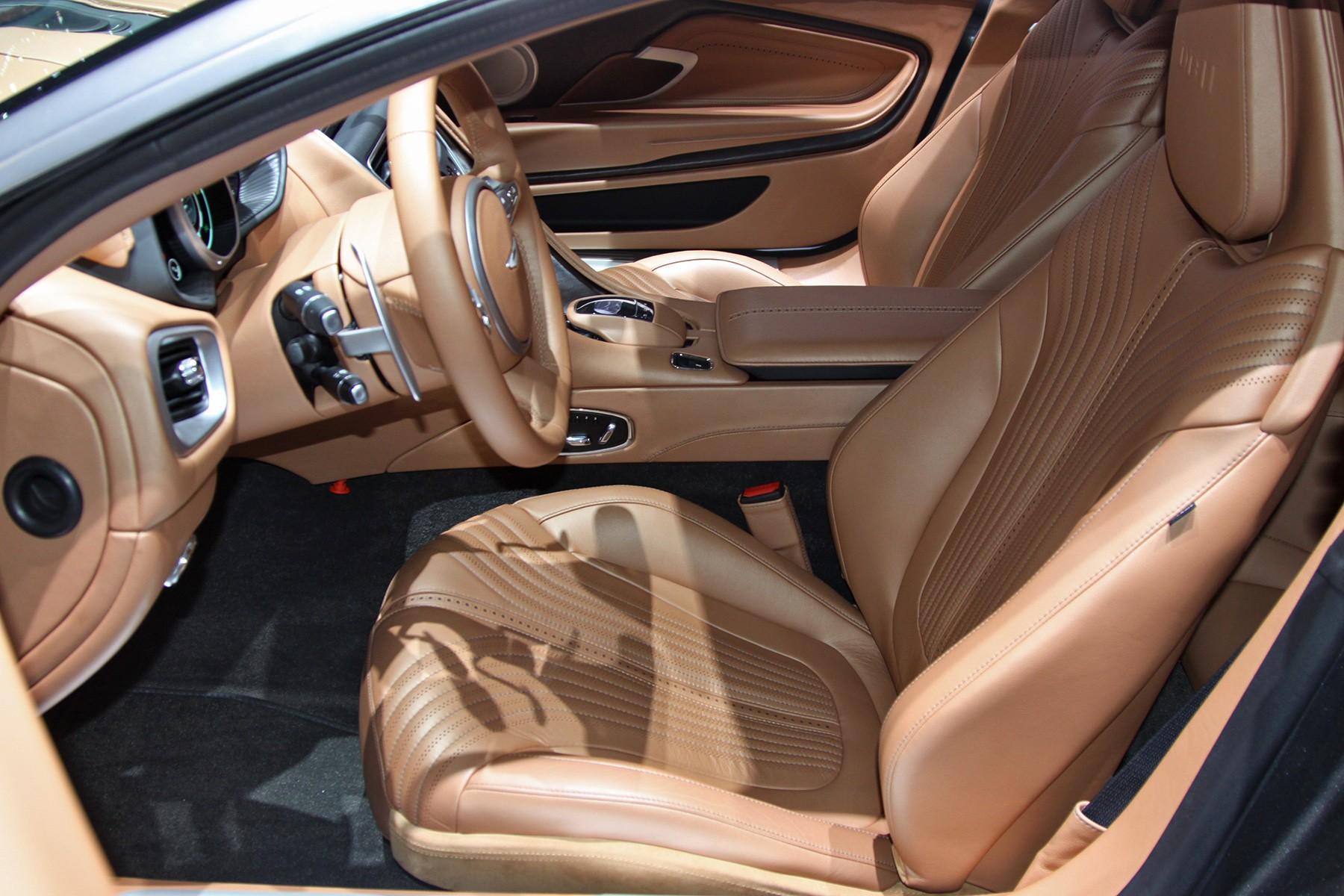 Aston Martin DB11 салон