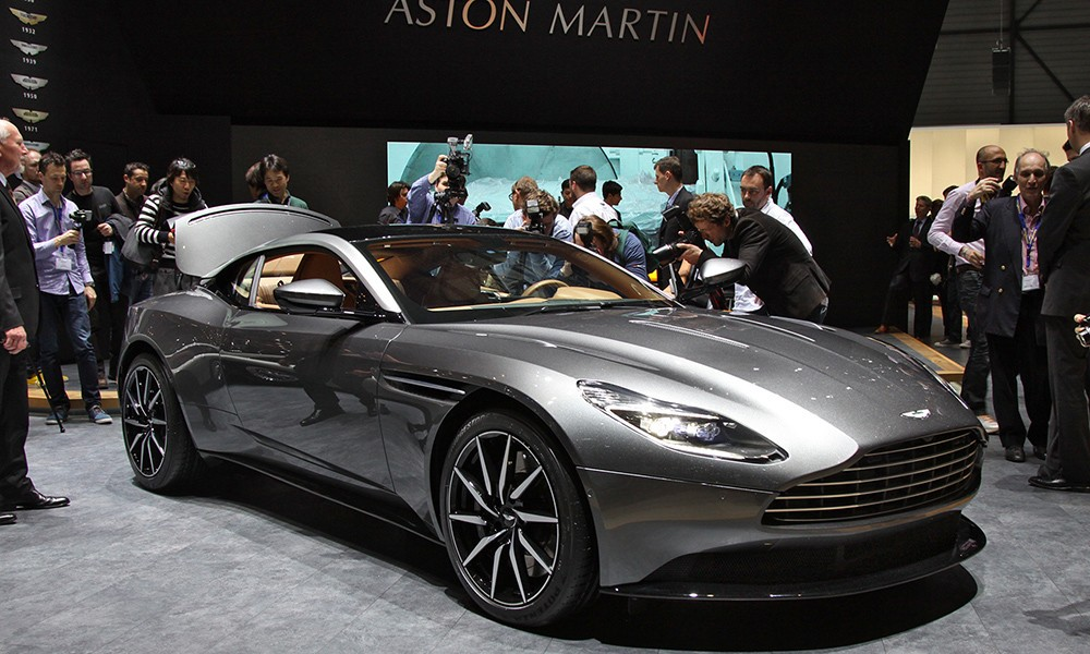 Aston Martin DB11 фото