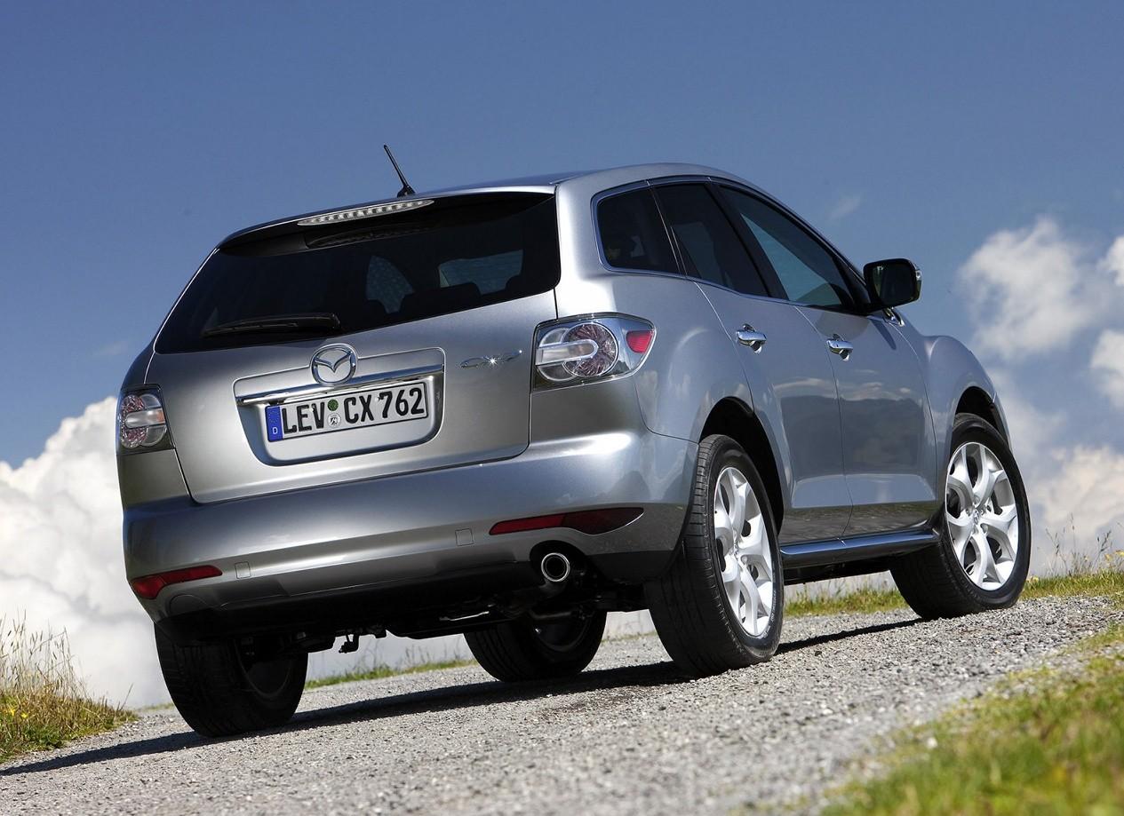 Mazda CX-7 вид сзади