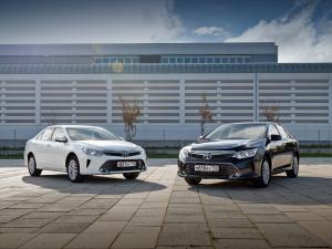 Toyota Camry седан