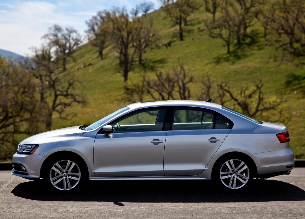 Volkswagen Jetta вид сбоку