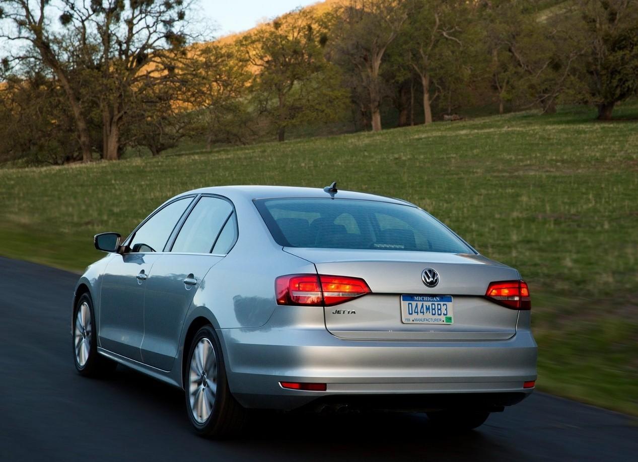 Volkswagen Jetta вид сзади