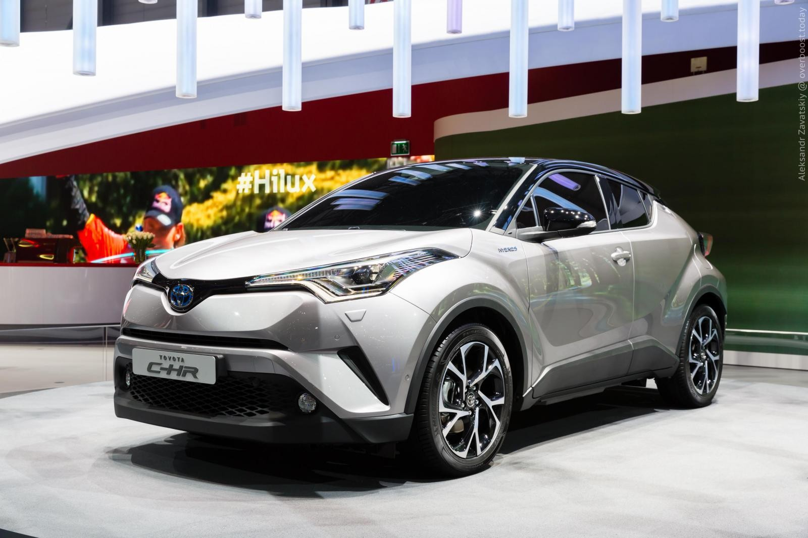 Toyota C-HR фото