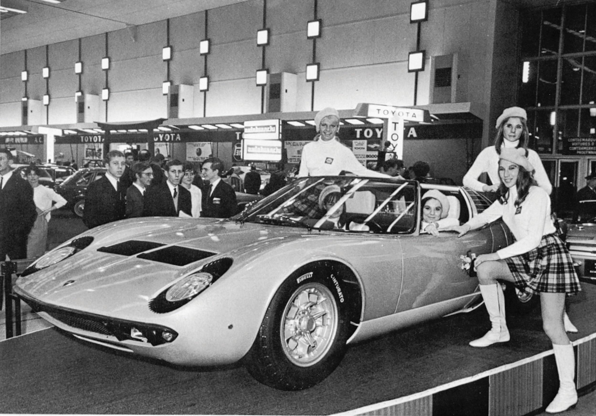 Lamborghini Miura фото