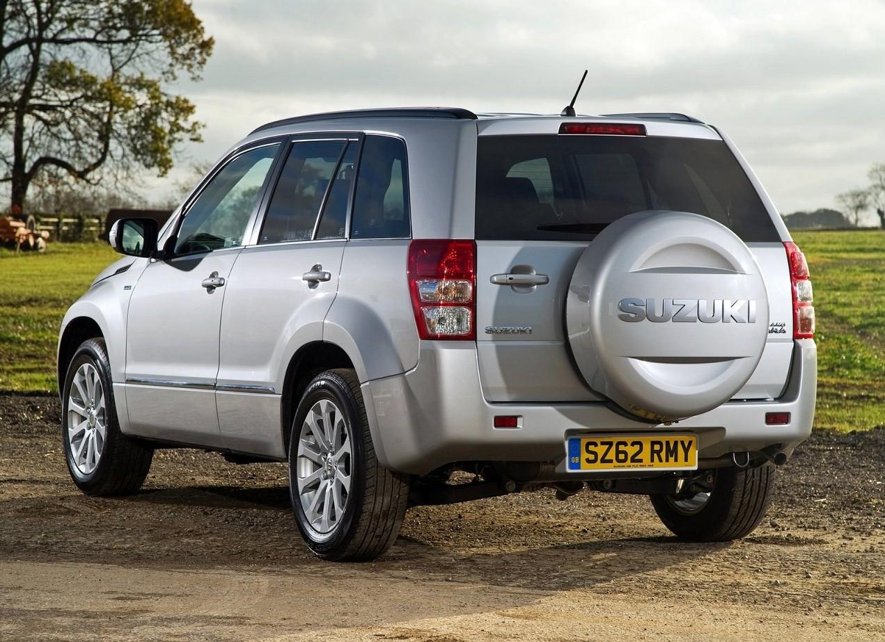 Suzuki Grand Vitara вид сзади