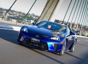 Вид спереди Lexus LFA