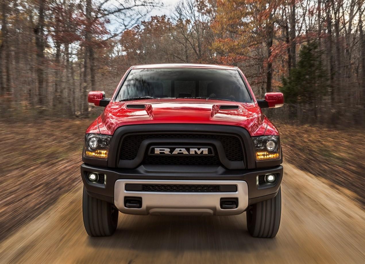 Dodge Ram 1500 Rebel вид спереди