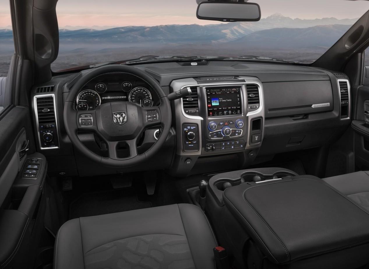 Dodge Ram 1500 Rebel салон