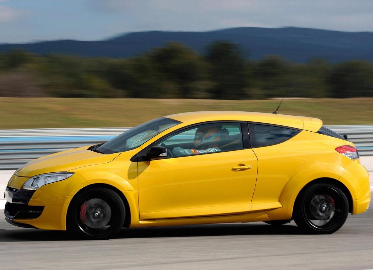 Renault Megane RS вид сбоку