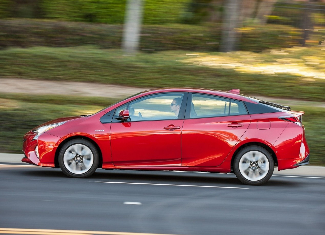 Вид сбоку Toyota Prius