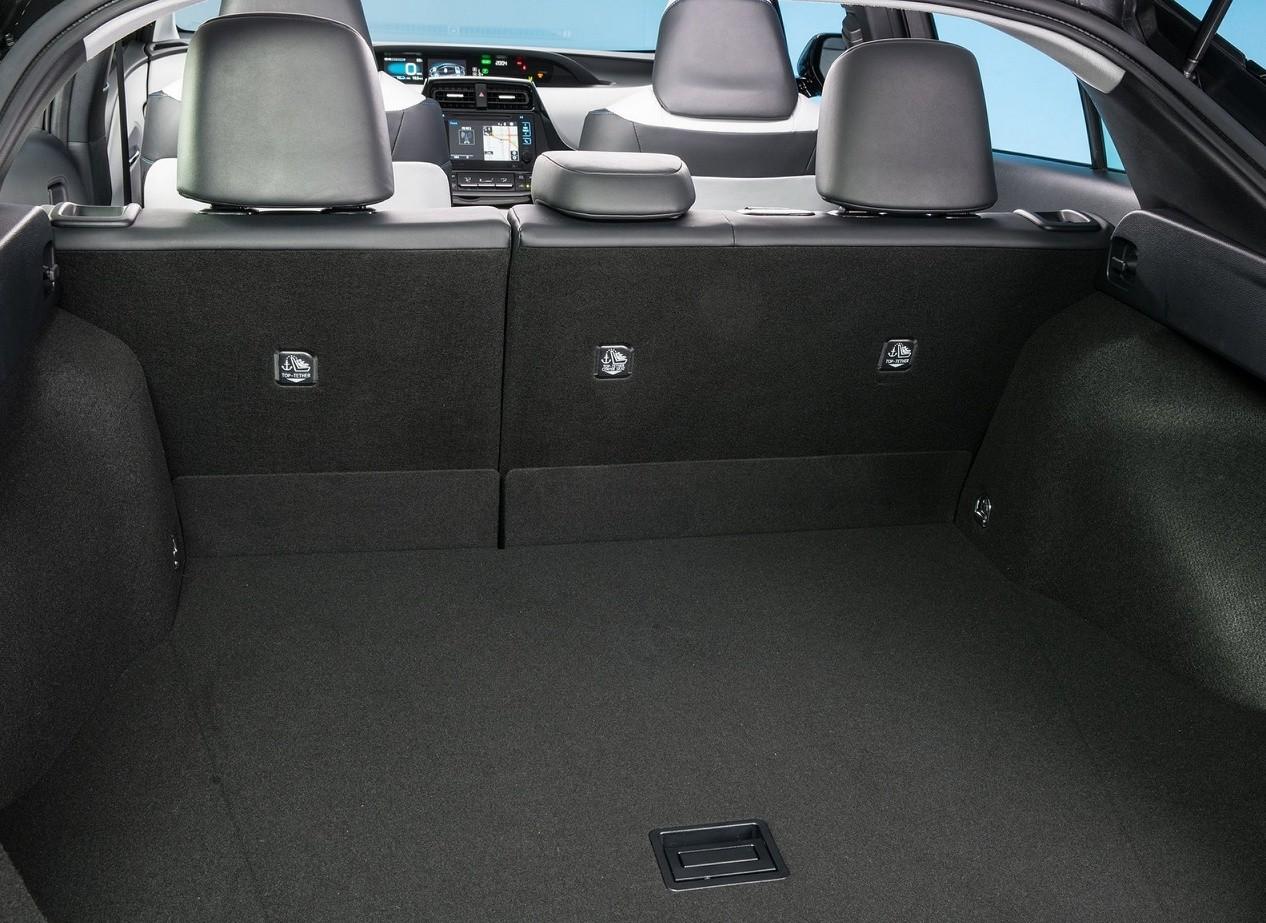 Багажное отделение Toyota Prius