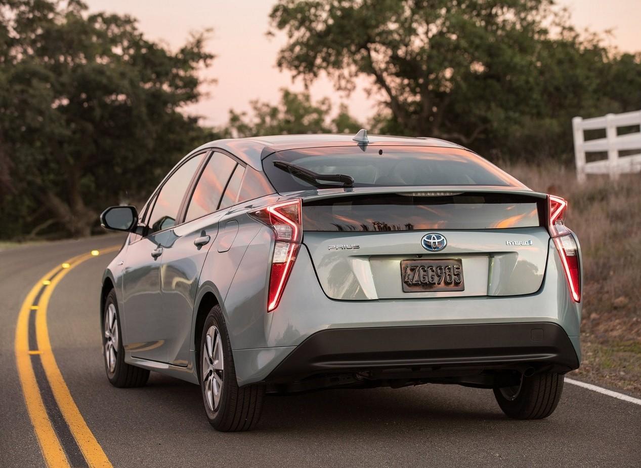 Вид сзади Toyota Prius