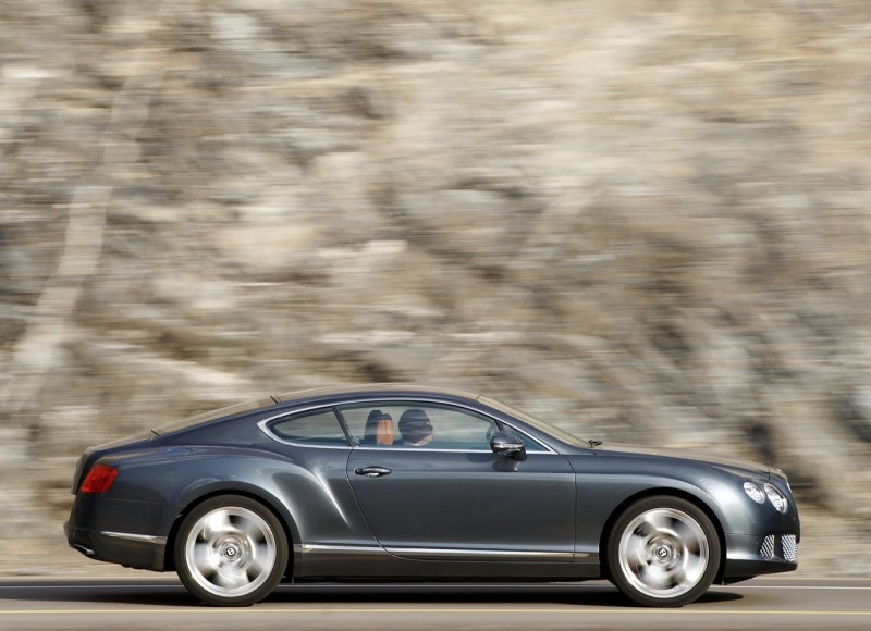 Вид сбоку Bentley Continental GT