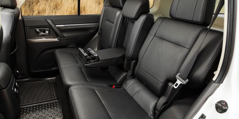 Mitsubishi Pajero 4 фото салона