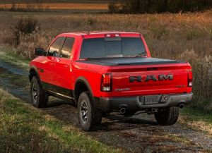 Вид сзади Dodge Ram 1500 Rebel