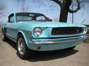 Фото Ford Mustang Fastback