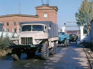 Вид спереди Урал-375Д