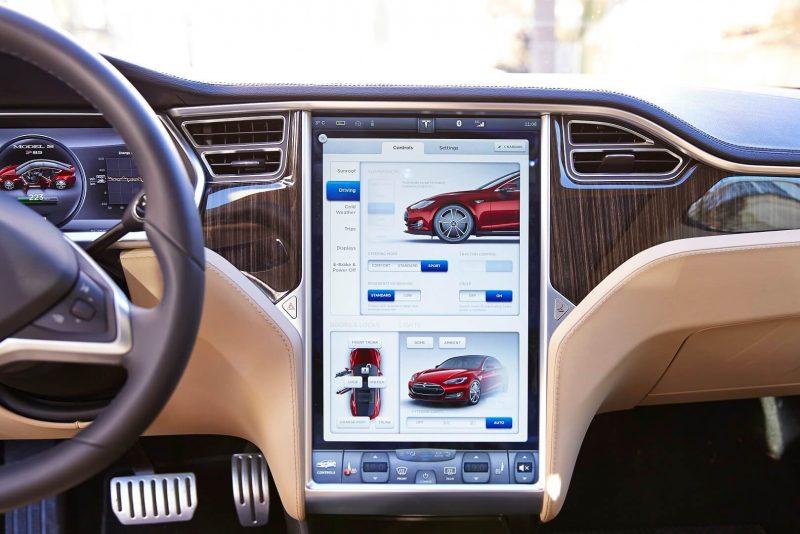 Сенсорный дисплей управление автомобилем