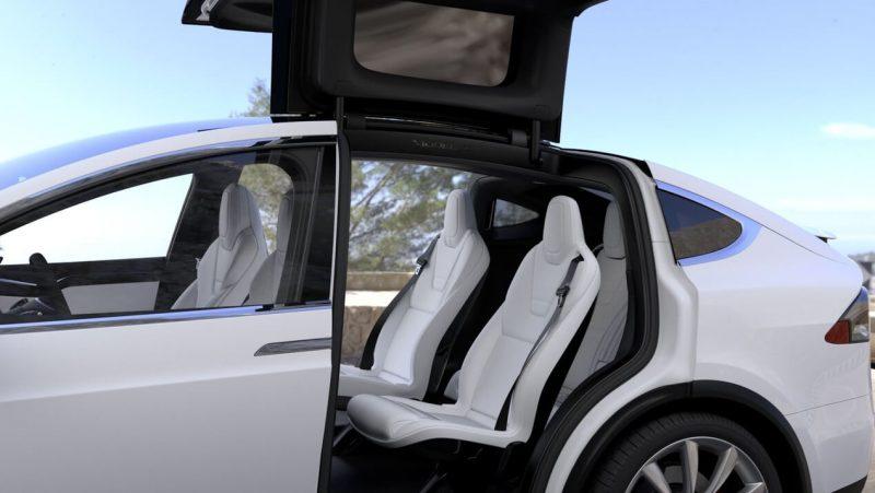 Tesla Model X задние кресла