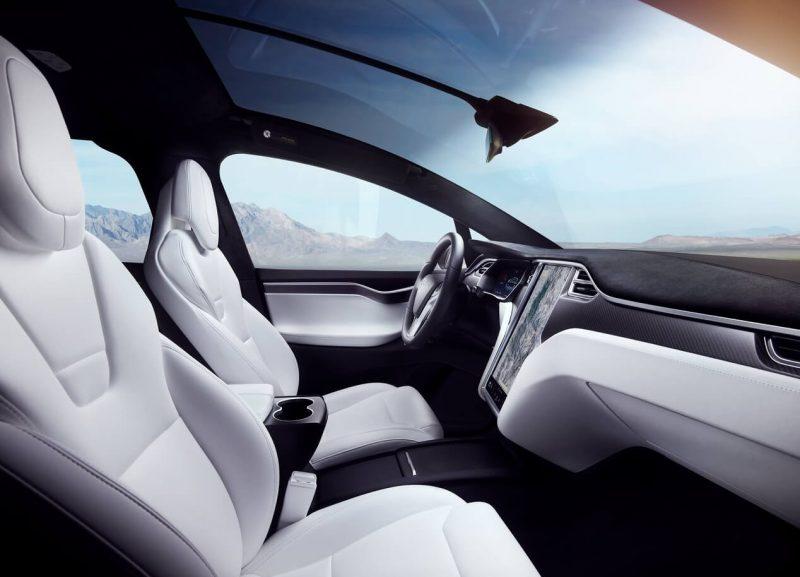 Tesla Model X передние кресла