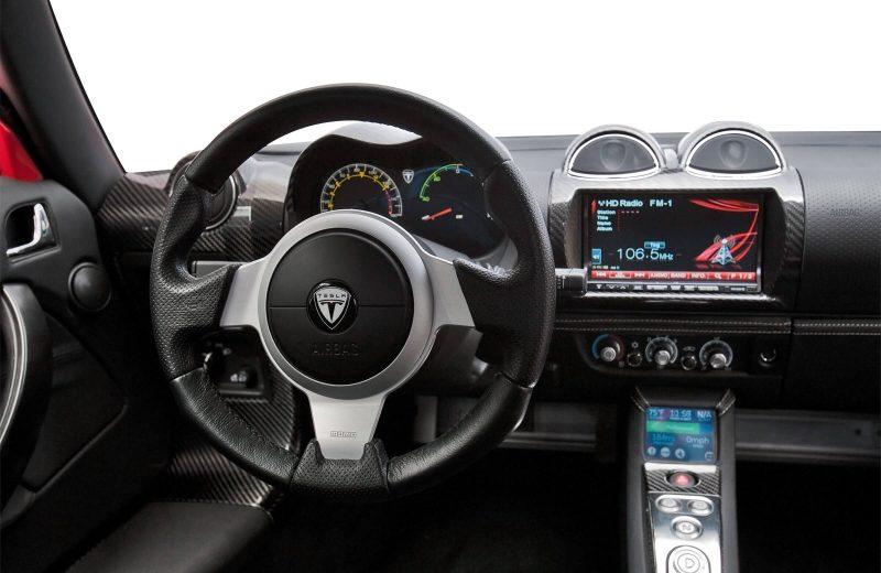 Tesla Roadster центральная консоль