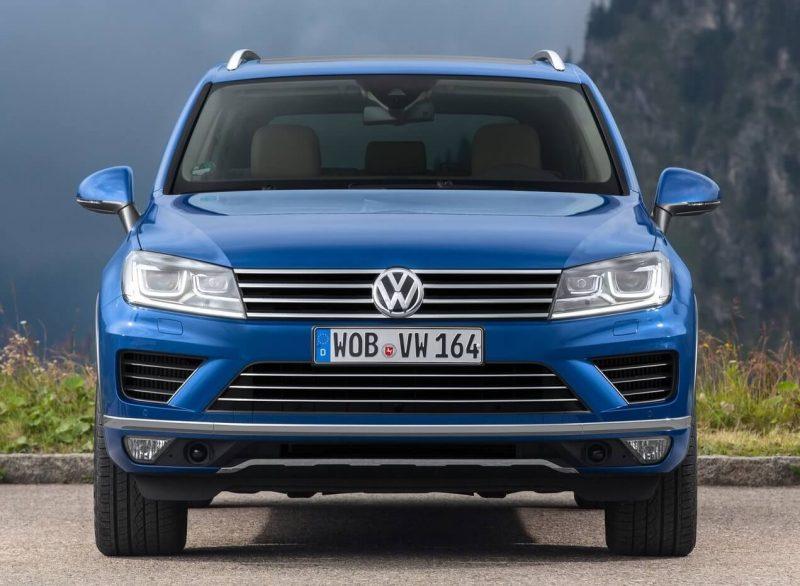 Вид спереди Volkswagen Touareg