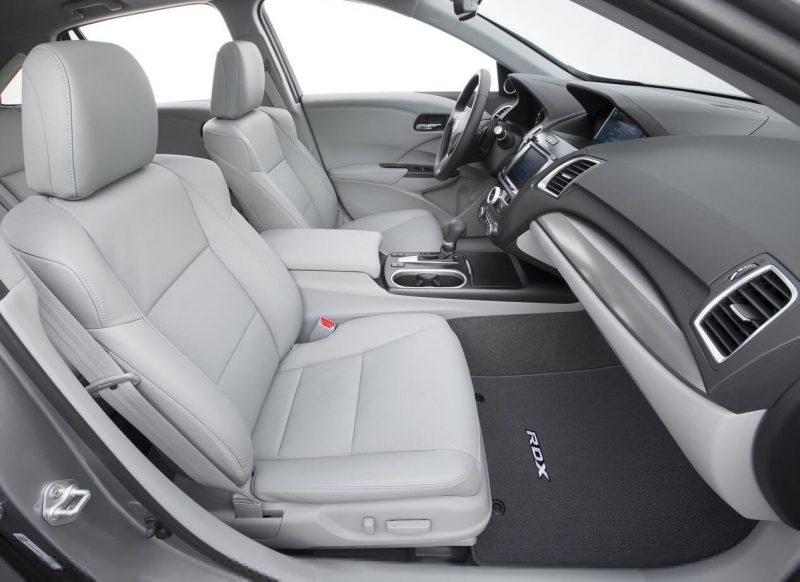 Передние сиденья Acura RDX