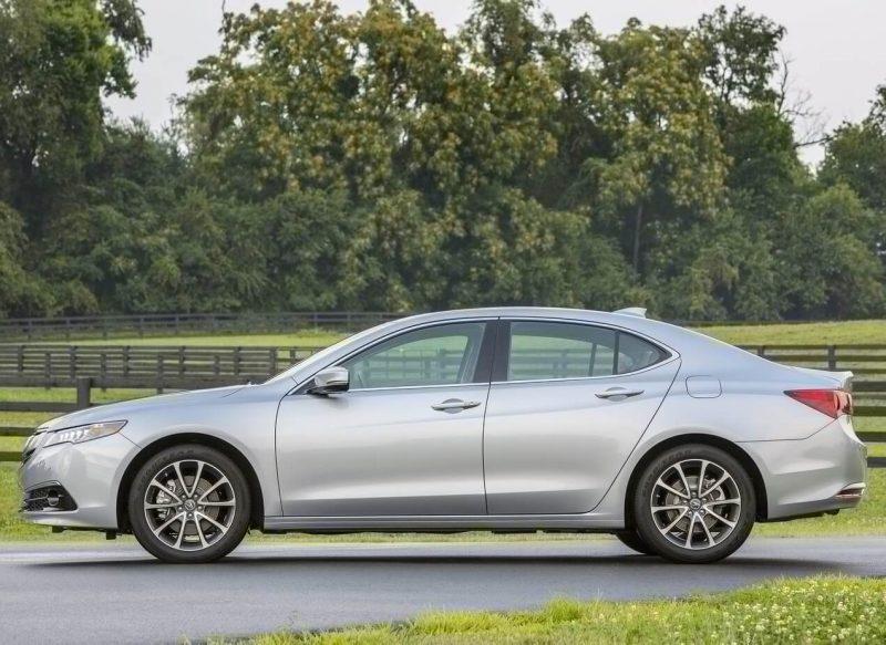 Вид сбоку Acura TLX