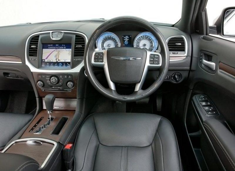 Chrysler 300C II интерьер