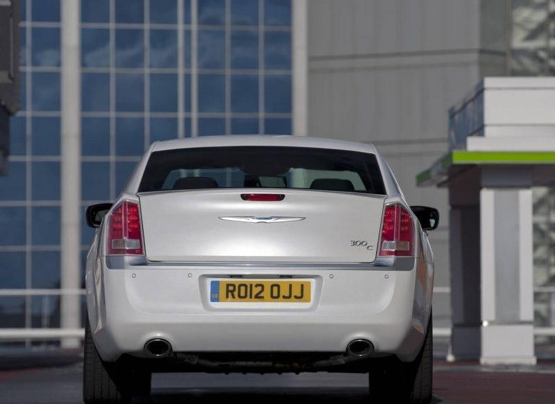 Вид сзади Chrysler 300C