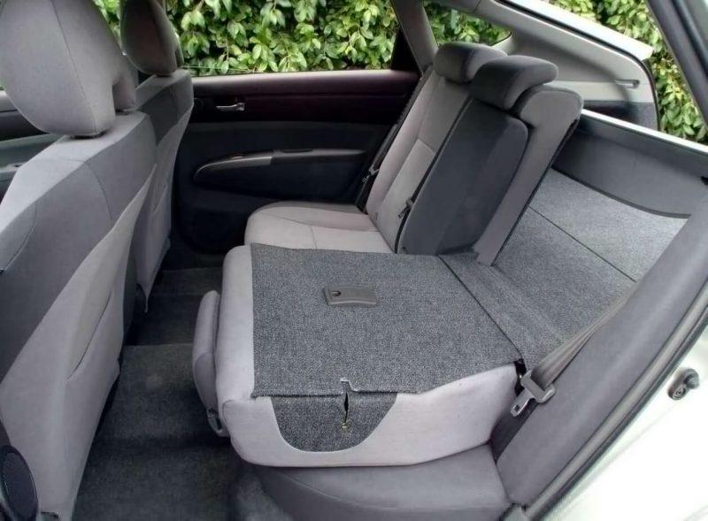 Заднее кресло Toyota Prius II