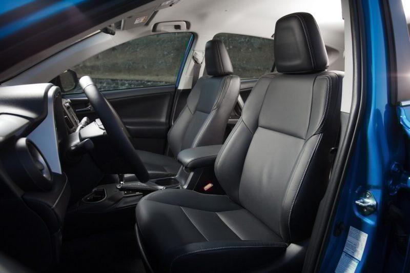 Передние кресла Toyota RAV4