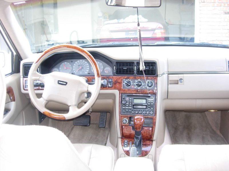 Салона Volvo S90 1998