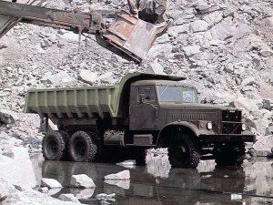 Kraz-256 при погрузке