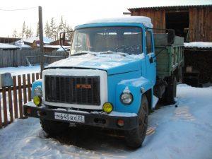 Вид спереди GAZ-3307